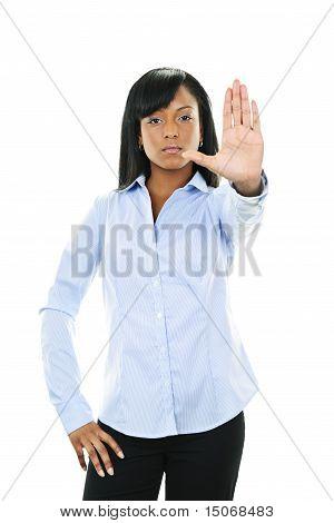 ernste junge Frau geben Stop Geste