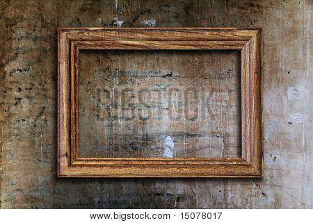 moldura em branco na parede antiga