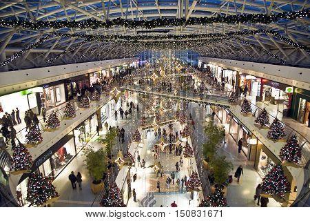 LISBON PORTUGAL - DEC 27 2008: crowded shopping center Vasco da Gama in christmas time