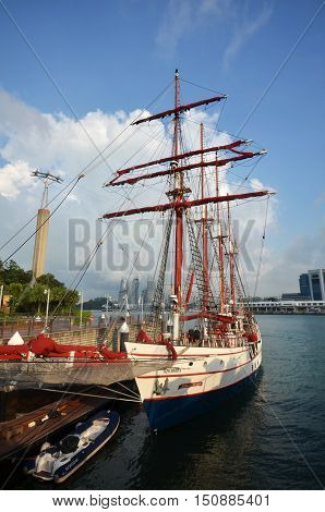 Royal Albatross Particulars Cruise Parks At Sentosa, Singapore