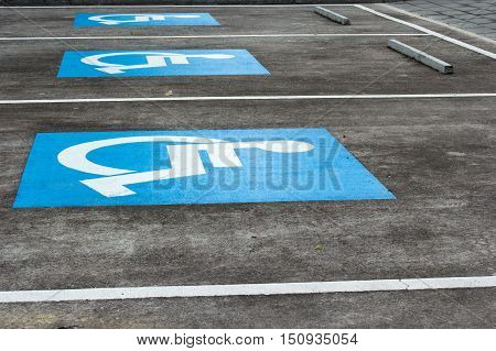 the lane of park for disabled people