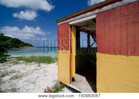 Colorful Shack On Beautiful Cocobay Beach - 4