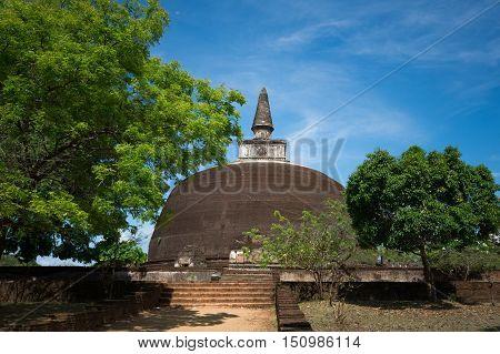 Rankot Vihara Golden Pinnacle Dagoba, Polonnaruwa, Sri Lanka