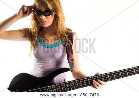 Blondie hermosa chica con bajo