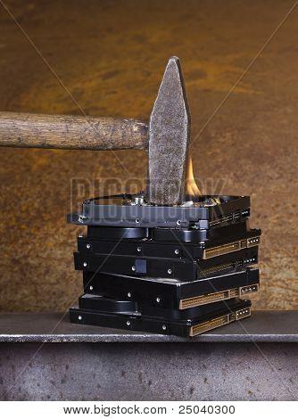 Martillo en la quema de disco duro