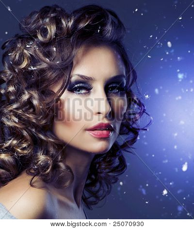 Hairstyle.Fashion Beauty Portrait. Healthy Hair. Holiday Makeup