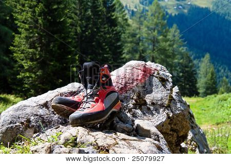 hiking boots for hiking in the mountains
