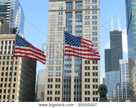 ARCHITECTURE AND FLAG IN DOWNTOWN CHICAGO