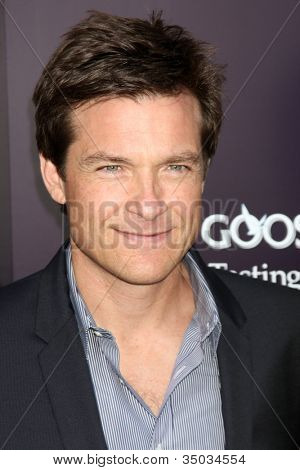 LOS ANGELES - 11 de JUN: Jason Bateman chegando no 10º crisálida Butterfly Ball em casa particular