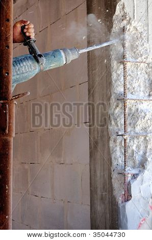 Action on concrete pillars to reinforce