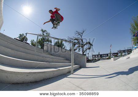 Andre Pereira fliegen über die Treppe