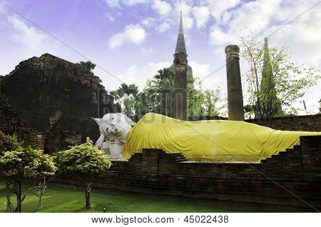 Ayutthaya- March 2: Reclining Buddha Image, Wat Yai Chaimongkol In Ayutthaya.