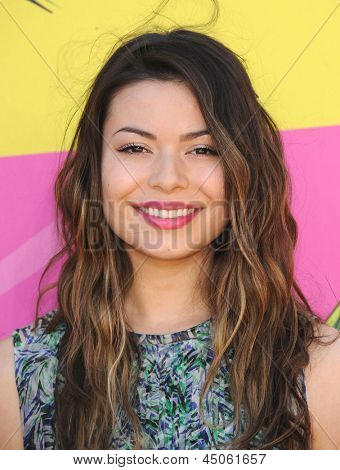 LOS ANGELES - MARCH 23:  Miranda Cosgrove arrives to the Kid's Choice Awards 2013  on March 23, 2013 in Los Angeles, CA.