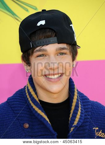 LOS ANGELES - MARCH 23:  Austin Mahone arrives to the Kid's Choice Awards 2013  on March 23, 2013 in Los Angeles, CA.