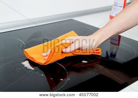 Hand cleaning induction stove