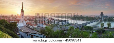 Bratislava Panorama bei Sonnenaufgang