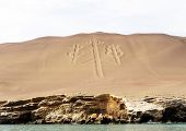 foto of geoglyph  - geoglyph on the Peruvian coast near Paracas - JPG