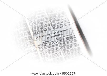 Bíblia aberta a vinheta de Ii Tessalonicenses