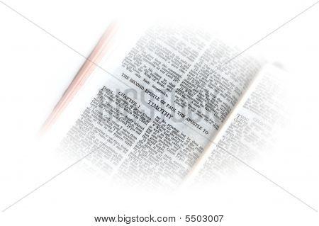Bíblia aberta a vinheta de Ii Timóteo