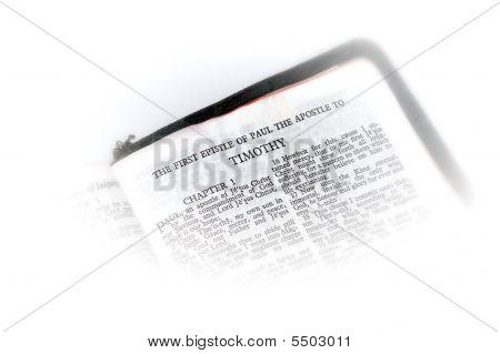 Bíblia aberta a vinheta de Timóteo