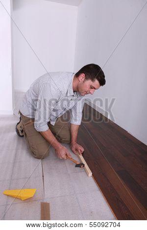 handyman setting finish flooring