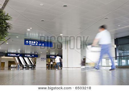Shanghai: interior del edificio terminal del aeropuerto