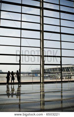 shanghai: airport terminal building