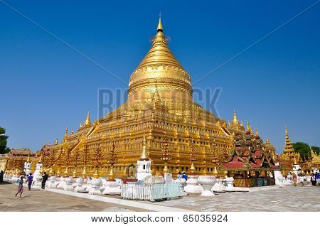 NZAUNG-U MYANMAR - October 9: Tourists sightseeing The Shwezigon Pagoda
