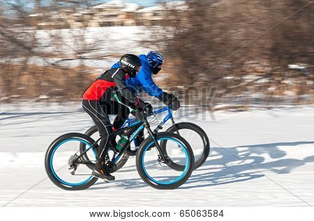 2014 Penn Cycle Fat Tire Loppet - Two Bikers Speed Past