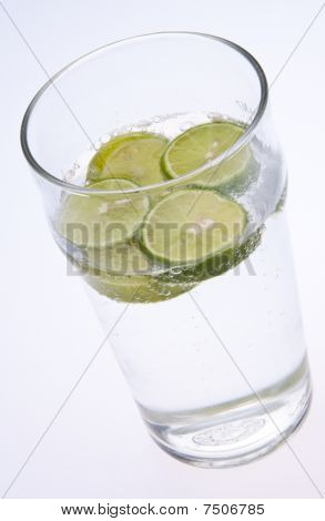 Seltzer With Limes