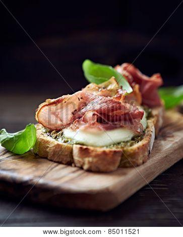 Crostini with cured ham and mozzarella