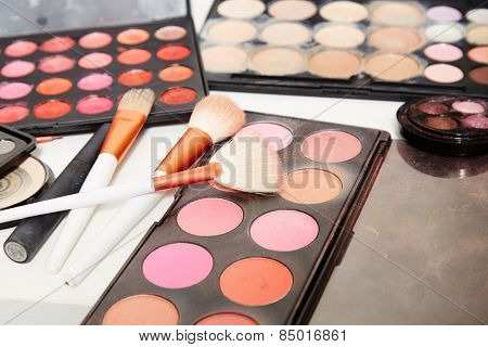 Make up artist set on photojob.