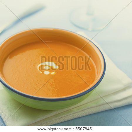Bowl of veg soup.
