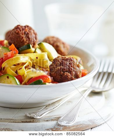 Tagliatelle with vegetables and meatballs