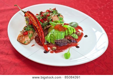 baked salmon with herbs and cayenne pepper