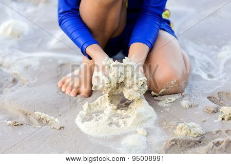 Boy Hand Play Sea Buble