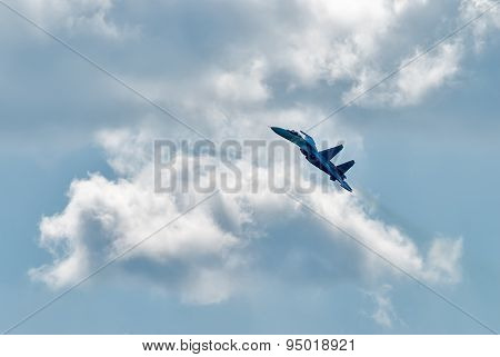 Flying SU-27 fighter