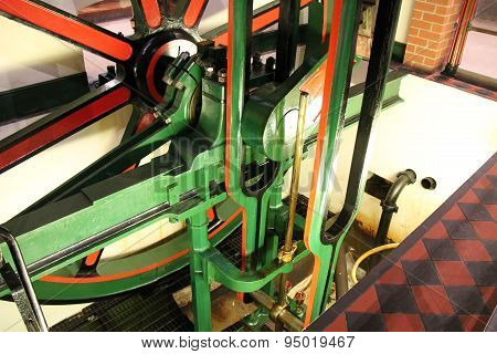 Static Steam Engine.