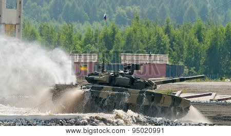 Tank T-80 moves from water ford