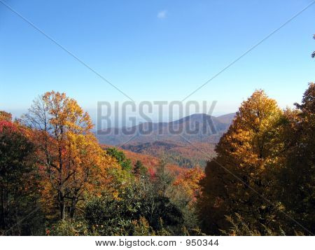 Montañas de otoño