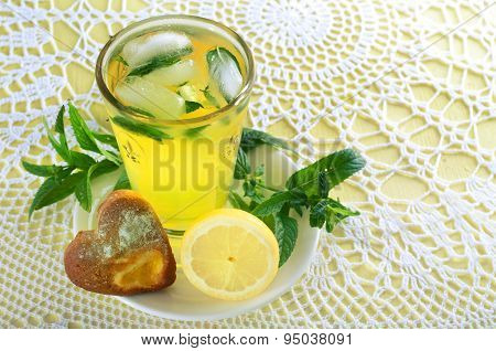 Fresh lemonade with mint leaves and cookies