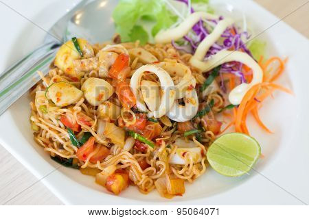 Fried Thai Mama Instant Noodles (fried Thai Mama Tom Yum)