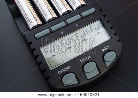 AA / AAA Battery Charger for (Ni-Mh) and (Ni-Cd) rechargeable batteries with lcd displaying full