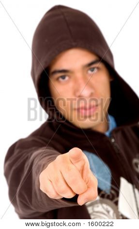 Homem irritado, apontando para você