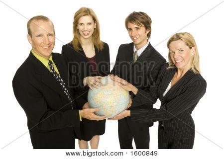 Empresarios ligan un globo