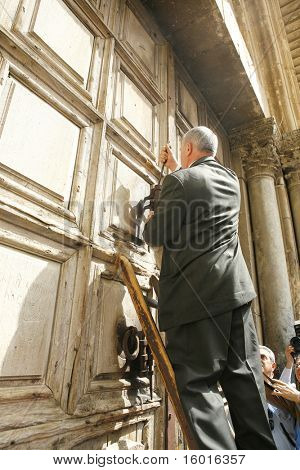 JERUSALEM - APRIL 2: keeper of the keys opens the temple on Good Friday April 2, 2010  in Jerusalem, Israel.