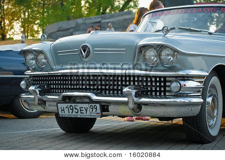 silver buick front on exhibition parking