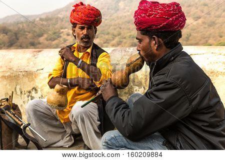 Men in turban playing flute in Jaipur, Rajasthan, India