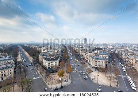 Vista desde el arco del triunfo en París