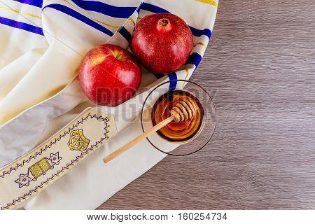 shofar horn , white prayer talit and pomegranate isolated on white. rosh hashanah jewish holiday concept . traditional holiday symbol.